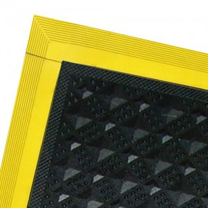 """pv3110-Transforming Technologies Side Edge Ramp 4""""x20"""" for the PV3000 Series Tile Female Color: Yellow"""